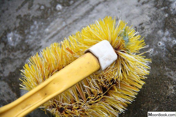 以Clean Oil Off a Driveway Step 24为标题的图片