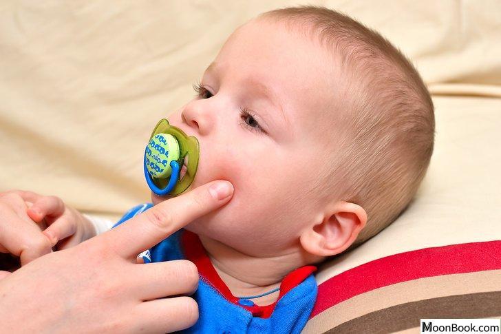 以Get Rid of Baby Acne Step 5为标题的图片