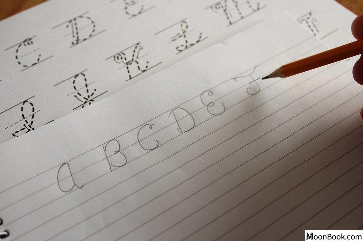 以Write in Cursive Step 6为标题的图片